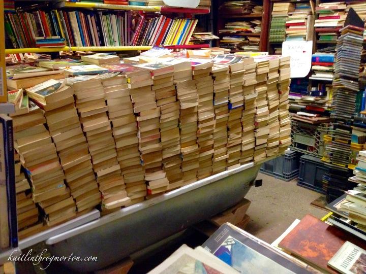 venice-libreria-acqua-alta-bathtub